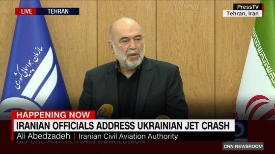 """11일(이란 현지시간) 이란 국영 프레스TV를 통해 """"이란의 우크라이나 여객기를 실수로 격추했다""""는 내용의 기자회견을 진행 중인 아베드자데 이란 민간항공청장. /사진=CNN 유튜브 갈무리"""