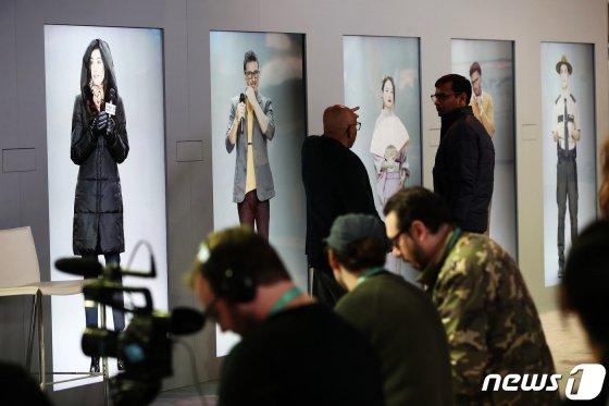(라스베이거스(미국)=뉴스1) 오대일 기자 = 국제가전전시회 'CES 2020'(Consumer Electronics Show)이 막을 올린 7일(현지시간) 미국 네바다주 라스베이거스 컨벤션센터에서 삼성전자의 인공 인간(Artificial Human) 프로젝트 결과물인 '네온(NEON)'이 첫 선을 보이고 있다. 2020.1.8/뉴스1   <저작권자 ⓒ 뉴스1코리아, 무단전재 및 재배포 금지>
