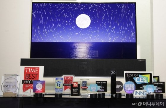LG전자가 선보인 혁신 제품과 서비스들이 'CES 2020'에서 총 119개의 어워드를 받았다. 특히 TV 제품이 전체 어워드 가운데 절반 이상을 차지하며 기술 리더십을 인정받았다./사진제공=LG전자