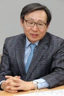 14일 오후 서울 서초구 H2KOREA에서 열린 수소경제로드맵 1주년 관련 지상좌담회. 문재도 H2KOREA 회장 / 사진=이기범 기자 leekb@