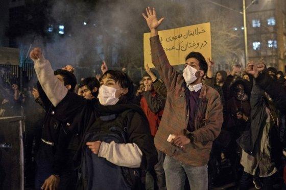 지난 11일 이란 군의 우크라이나 여객기 격추와 사실 은폐 시도에 항의하고 있는 이란 대학생들. /사진=AFP
