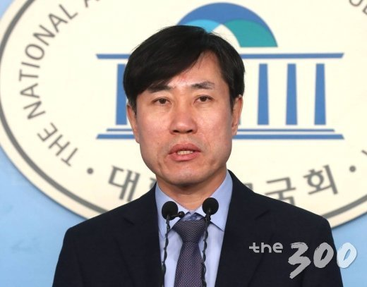 새로운보수당 하태경 책임대표가 14일 오전 서울 여의도 국회 정론관에서 기자회견을 갖고 있다. / 사진=홍봉진기자 honggga@