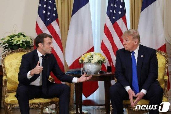 에마뉘엘 마크롱 프랑스 대통령(왼쪽)과 도널드 트럼프 미국 대통령(오른쪽) © AFP=뉴스1