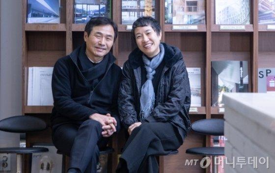 /사진=/사진=에이텍건축사사무소는 김상길(왼쪽) 대표와 김희옥(오른쪽) 대표의 두 탑 체제다.