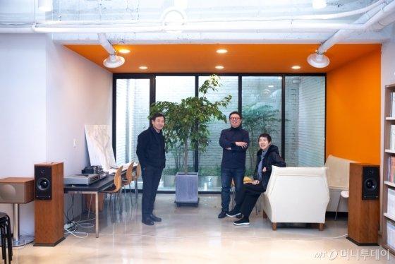 /사진=세 건축가가 대담을 나누고 있다. 오른쪽부터 김상길, 장윤규, 김희옥 건축가