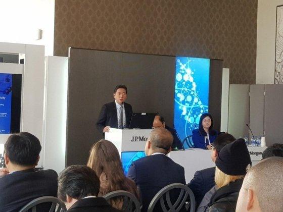 손지훈 휴젤 대표집행임원이 15일(현지시간) 미국 샌프란시스코에서 열린 JP모간 헬스케어 콘퍼런스에서 발표하고 있다./사진=김근희 기자