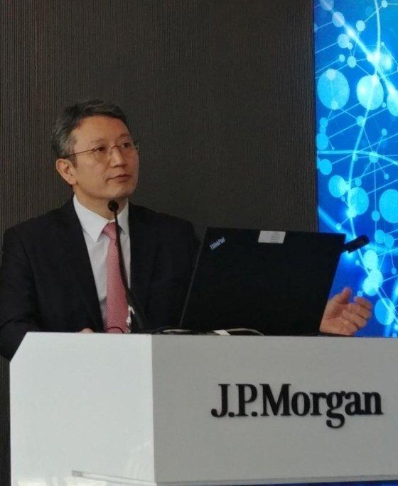 손지웅 LG화학 생명과학사업본부장이 15일(현지시간) 미국 샌프란시스코에서 열린 JP모간 헬스케어 콘퍼런스에서 발표하고 있다./사진=LG화학