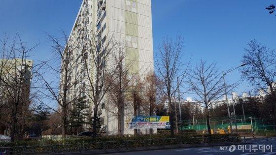 목동신시가지 7단지 인근에 붙은 안전진단 기금 관련 플래카드 /사진=송선옥 기자