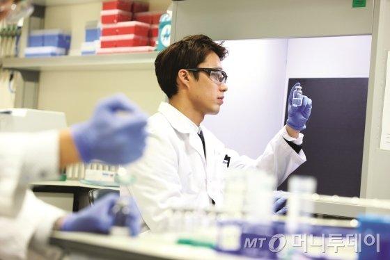 셀트리온 연구원 연구활동 모습 / 사진제공=셀트리온