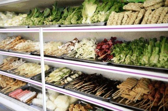 마라탕은 들어가는 식재료를 선택할 수 있다. /사진 = 바이두