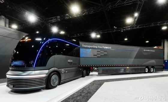 현대자동차는 28일(현지시각) 미국 애틀랜타 조지아 월드 콩그레스센터에서 열린 2019 북미 상용 전시회에 참가해 수소전용 대형트럭 콘셉트카 'HDC-6 넵튠'을 최초 공개했다. 2019.10.29. (사진=현대자동차 제공)/사진=뉴시스