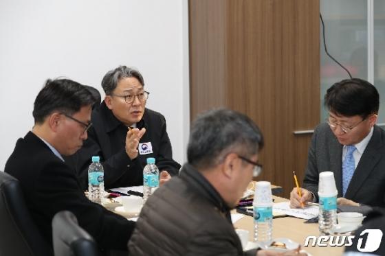 [사진] 취임 첫 날 사고 현장 찾은 손명수 차관