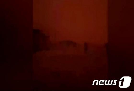 [포토 in 월드]호주 덮친 거대 모래폭풍…세상은 온통 핏빛