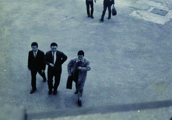 1965년 고국으로 입국한 신격호(가운데) 명예회장. 신 명예회장은 롯데제과를 시작으로 호텔롯데 등 한국 롯데의 기반을 만들었다. /사진제공=롯데지주
