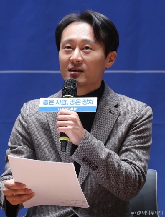 [사진]입당 소감 말하는 이탄희 전 판사