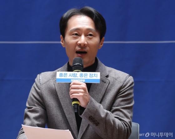 [사진]입당 소감 밝히는 이탄희 전 판사