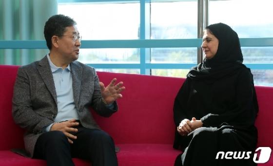 [사진] 두바이 세종학당 방문한 박양우 문체부 장관