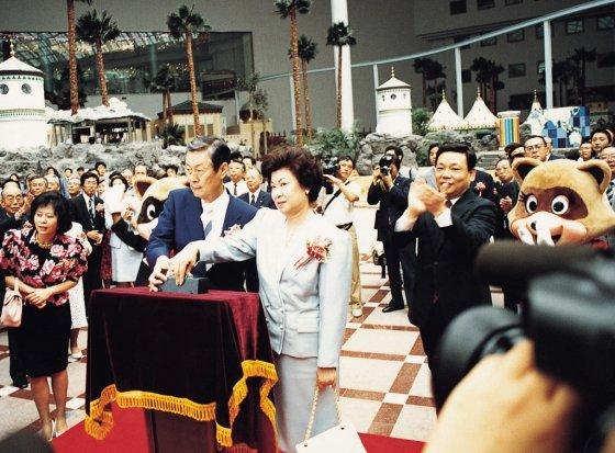 1989년 7월12일 롯데월드 개관식에 참석한 신격호 명예회장의 모습. /사진=롯데그룹