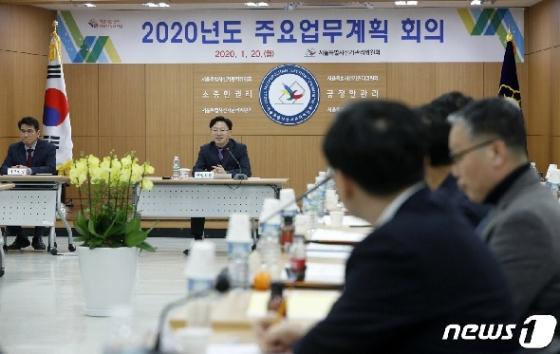 [사진] 인사말하는 신우용 서울시선관위 상임위원