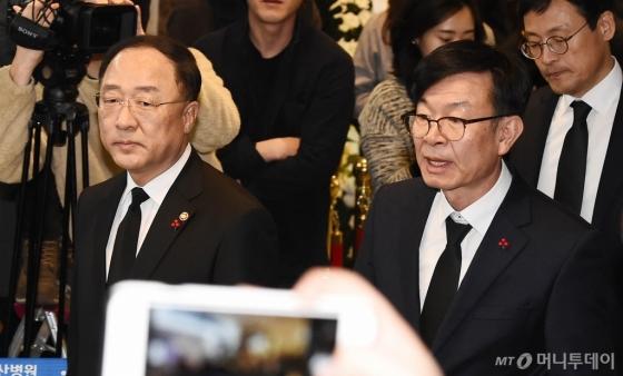 [사진]故 신격호 빈소 찾은 홍남기-김상조
