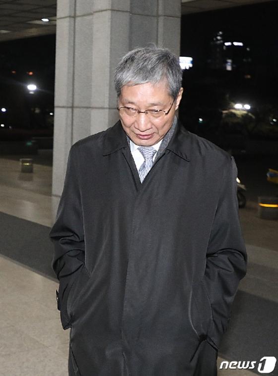 [사진] 중앙지검 향하는 장충기 전 사장