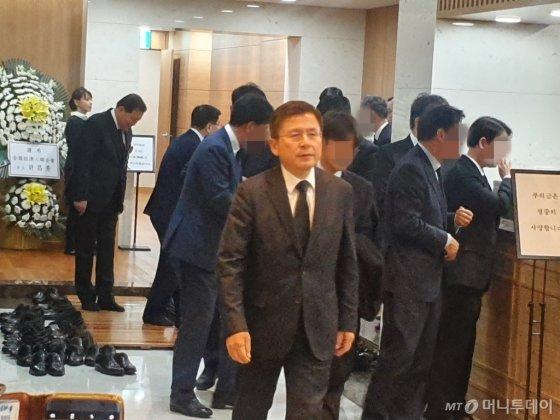 황교안 자유한국당 대표가 20일 오후 8시 46분쯤 빈소가 마련된 서울 송파구 서울아산병원 장례식장에 방문했다. /사진=정혜윤 기자