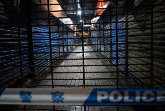 신종 코로나바이러스인 '우한 폐렴' 발병지인 우한의 한 상점가 모습. /AFPBBNews=뉴스1