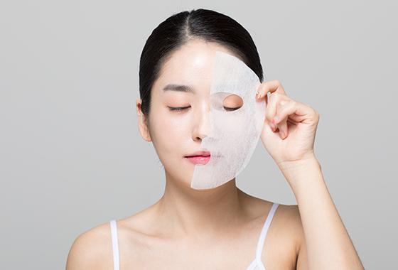피부 보습 관리를 돕는 마스크팩/사진=게티이미지뱅크