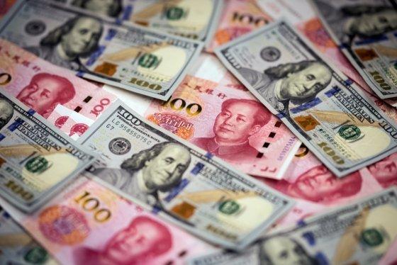 중국 위안화와 미국 달러화/사진=AFP