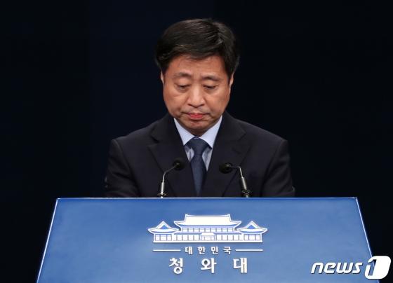靑, 최강욱 조국 아들 인턴증명서 논란에