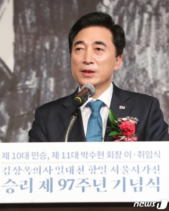 [사진] 취임사하는 박수현 신임 회장