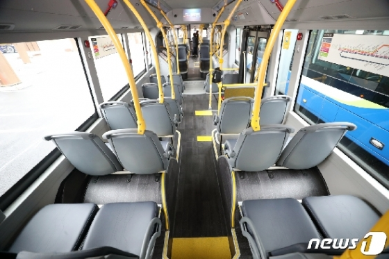 [사진] 전기굴절버스 '기차처럼 길어요'