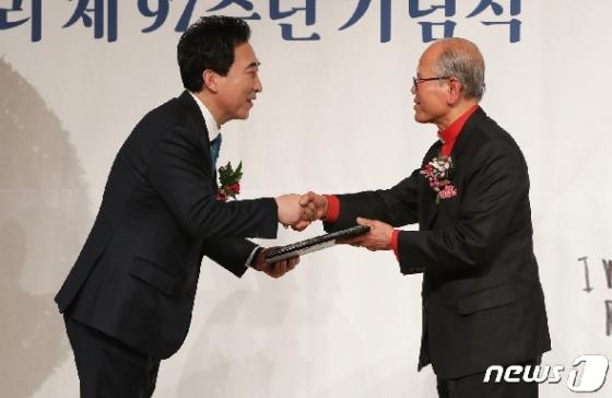 [사진] 박수현, 김상옥의사기념사업회 11대 회장 취임