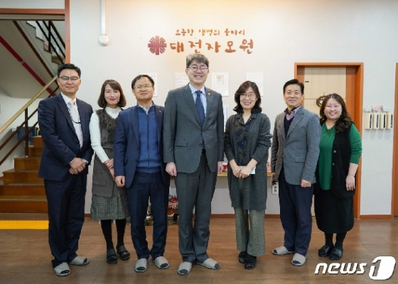 [사진] 대전자모원 방문한 강신욱 통계청장