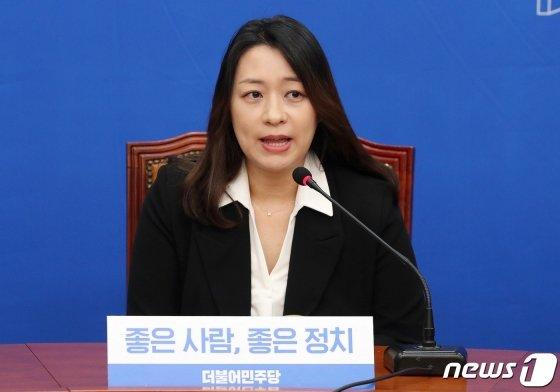 23일 오전 서울 여의도 국회에서 열린 더불어민주당 인재영입 발표 기자회견에서 '태호엄마' 이소현씨가 인사말을 하고 있다/사진=뉴스1