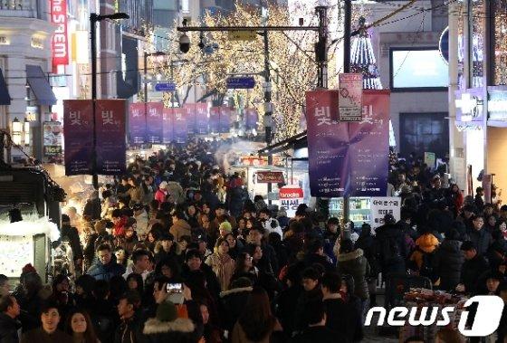 서울 중구 명동거리. (자료사진) 2017.12.24/뉴스1 © News1 박세연 기자