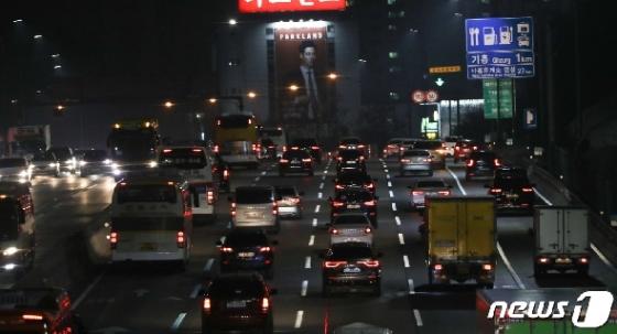 [사진] '귀성길 오른 차량들'