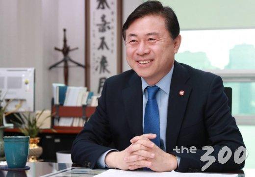 2019.04.16 김영춘 더불어민주당 의원 인터뷰 / 사진=이동훈 기자 photoguy@