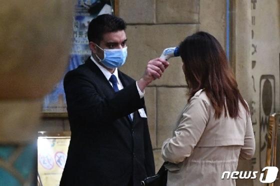 프랑스 입국한 중국인…해열제 먹고 검역 통과해 논란