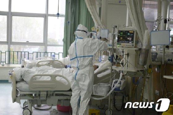 중국 우한시의 한 병원 © 로이터=뉴스1