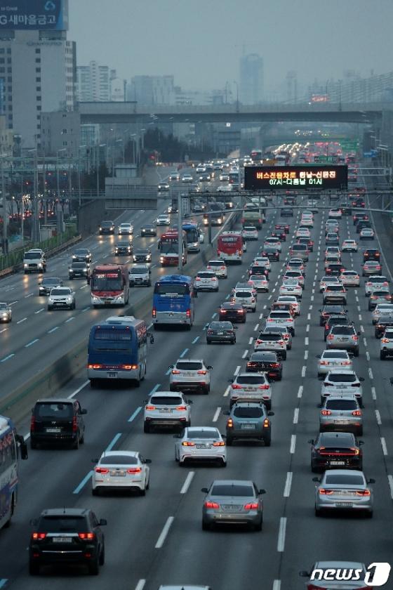 [사진] 설 명절 차량 몰리는 고속도로