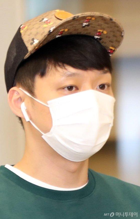 [사진]미키마우스 모자 쓴 박유천