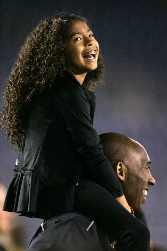 2014년 코비 브라이언트(41)와 경기장을 찾은 그의 딸 지안나(13). /사진=AFP
