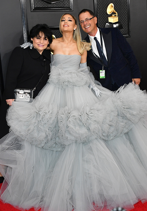 부모님과 함께 제62회 그래미 어워드에 참석한 팝가수 아리아나 그란데/사진=AFP