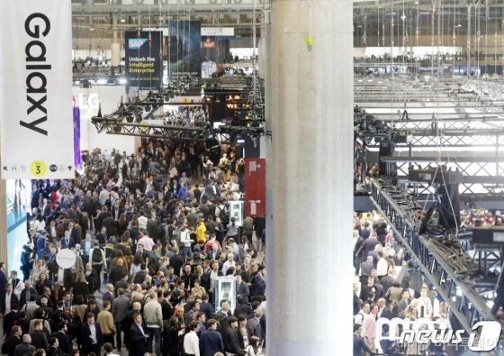MWC 2019(모바일 월드 콩그레스)가 개막한 25일 스페인 바르셀로나 피아그란비아 전시장이 관람객들로 북적이고 있다. /사진=사진공동취재단