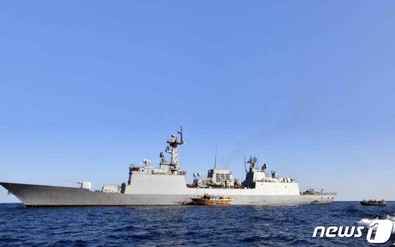 (서울=뉴스1) 송원영 기자 = 청해부대(31진 왕건함)가 1일(한국시간) 오만 무스카트항 동남방 240NM(445km), 두쿰항 동방 80NM(148km) 해상에서 표류 중이던 이란 국적의 선박 'ALSOHAIL호'를 발견해 구조했다고 2일 밝혔다. (합동참모본부 제공) 2020.2.2/뉴스1
