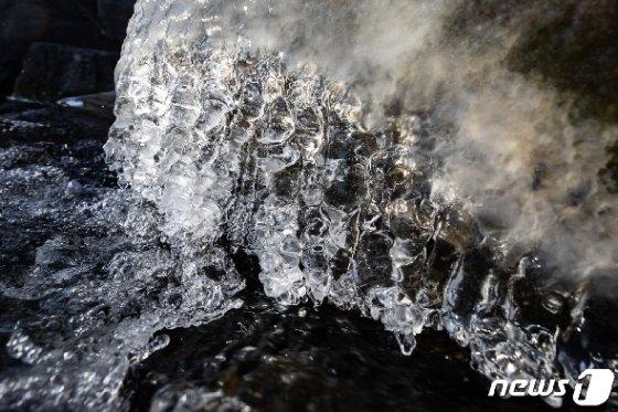 [사진] 맹추위로 다시 겨울왕국