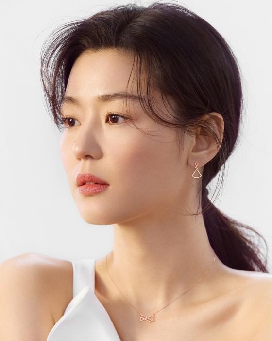 배우 전지현/사진제공=스톤헨지