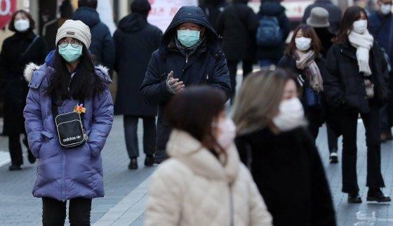 신종 코로나바이러스 감영증(우한 폐렴) 확산 우려가 이어지는 가운데 5일 오전 서울 명동 길거리에서 관광객들이 마스크를 쓰고 있다. /사진=김창현 기자