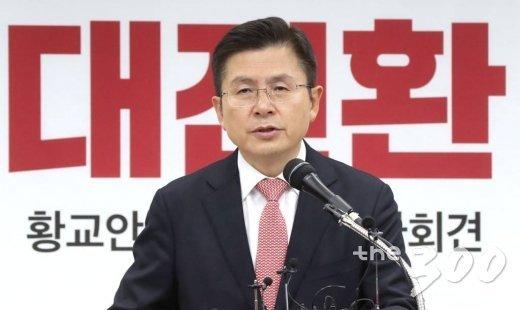 자유한국당 황교안 대표가 22일 오전 서울 여의도 중앙당사에서 열린 신년 기자회견에서 발언하고 있다.